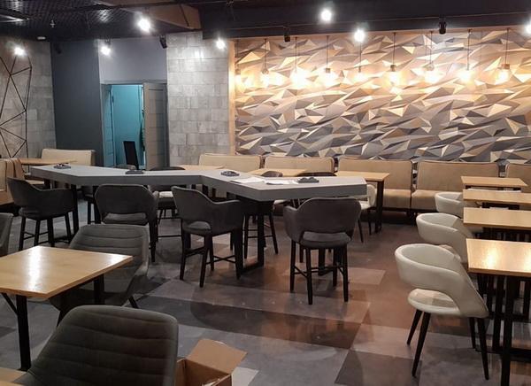 Кварц виниловый пол Decoria в интерьере кафе