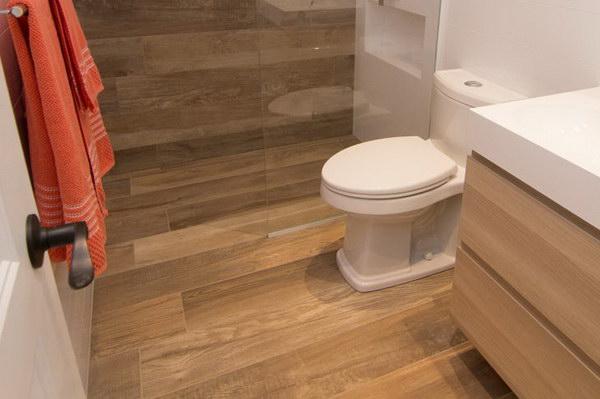 Плитка ПВХ для туалета на полу и стенах