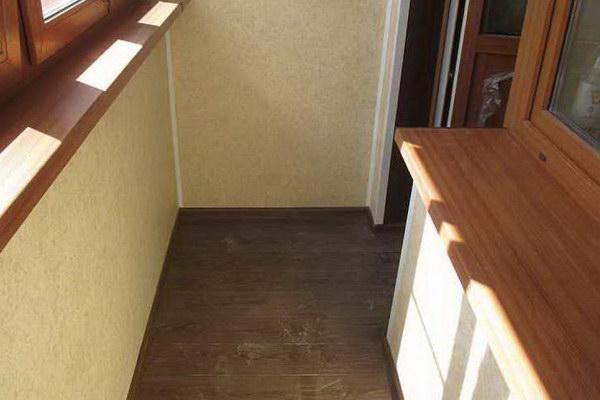 Кварцвиниловая плитка на балконе